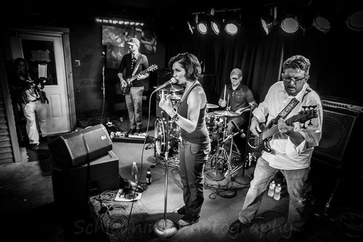 Joie Wails Band